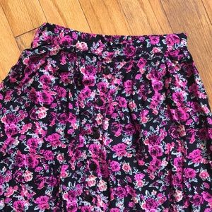 Dresses & Skirts - Floral Button down skirt